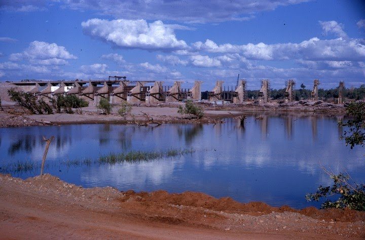 1962-08-ca - Ord River Diversion Dam crossing the river - KHS-2011-31-379-3.17-P2-D